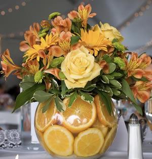Flower arrangement with oranges, roses, gerbera and alstroemeria